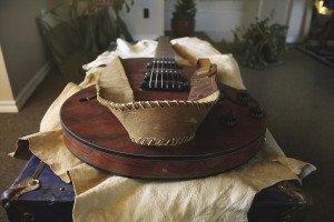 Handmade buckskin guitar strap with dyed cow hide finish. |Julia Prinselaar